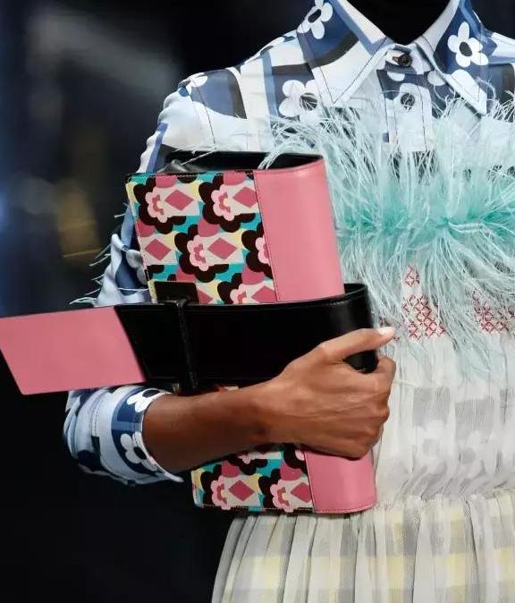 普拉达2017新款女包有哪些?普拉达女包2017款图片