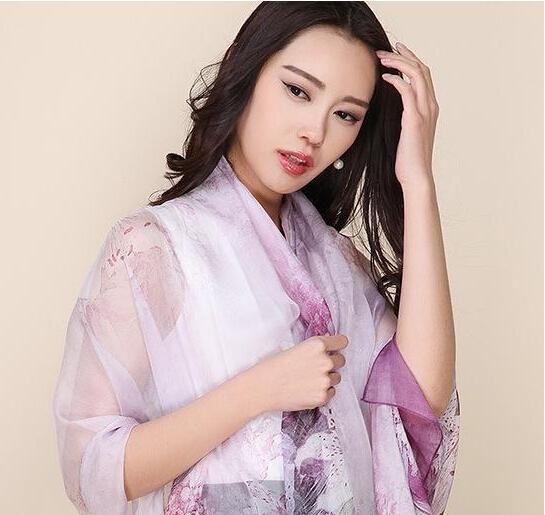 上海故事丝巾怎样呢??什么款好搭配??