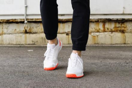 adidas羽毛球鞋测评?介绍一下?