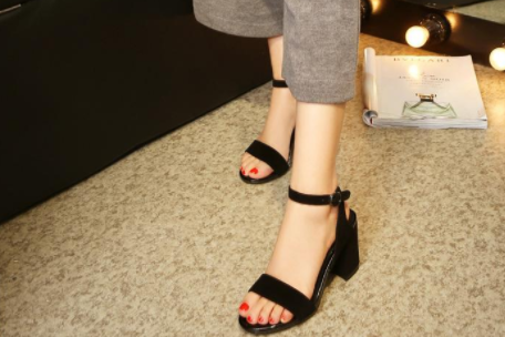 sw(Stuart Weitzman)凉鞋偏码吗?哪个颜色比较好?