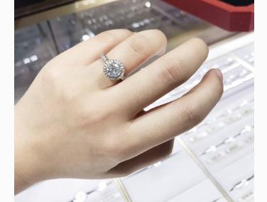 卡地亚钻石戒指价格?