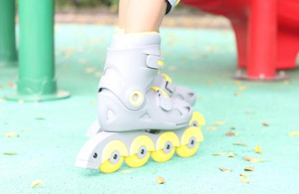 儿童轮滑鞋怎么选?推荐一款适合初学者的?