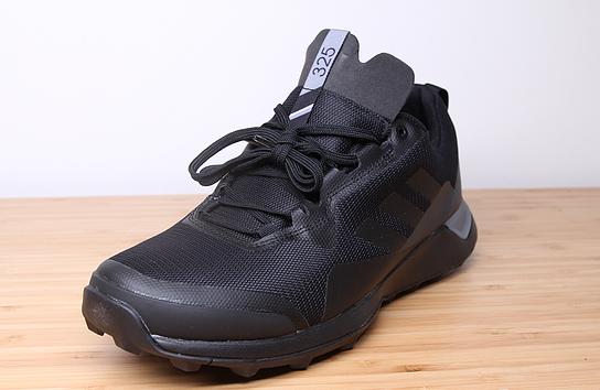 连绵阴雨?你需要一双防水的阿迪达斯户外鞋